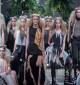 Les soeurs rouges en Sunanda Chandry Koning Catwalk Fashion Show Amsterdam